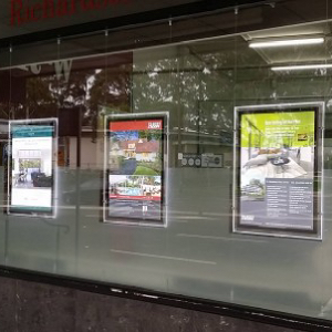New-advertising-travel-agency-window-led-light-display-led-sign-led-poster-frame